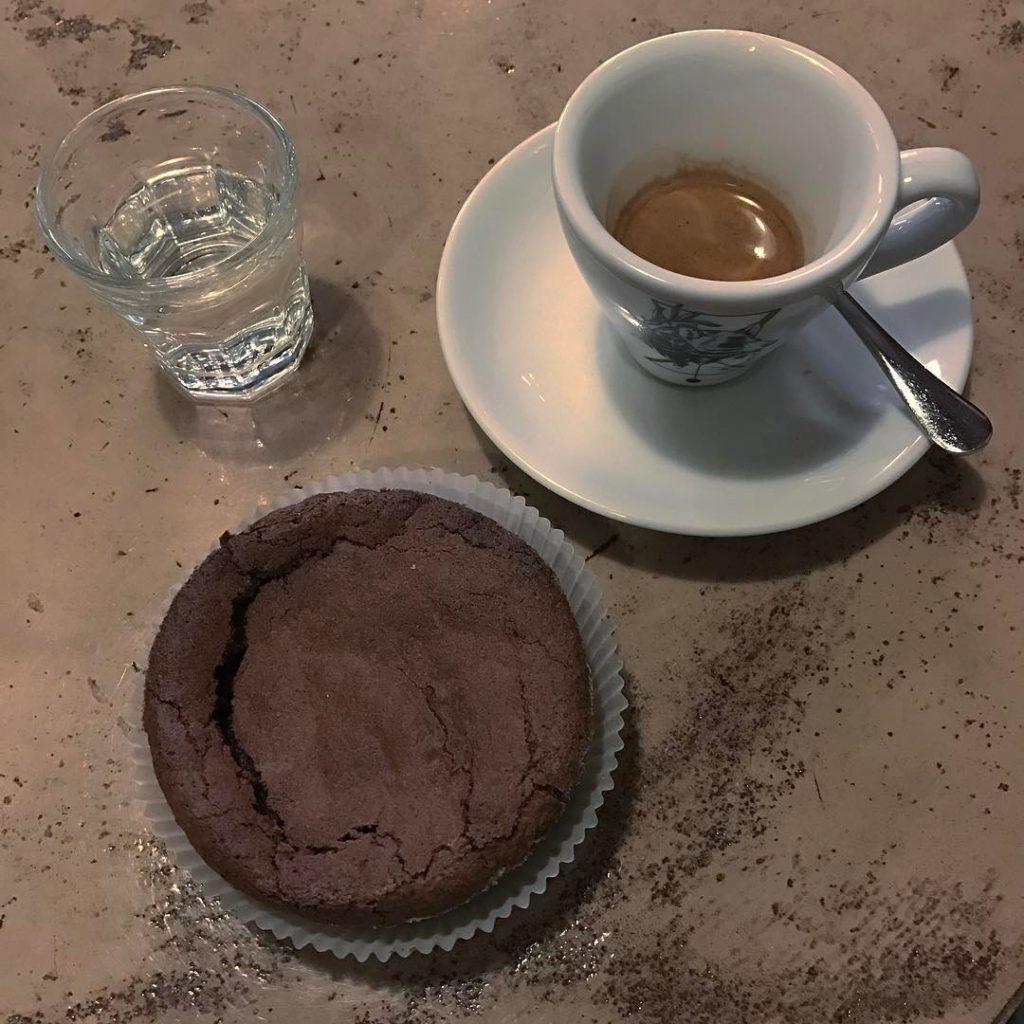 Il caff dall Etiopia e la tortina al cioccolato hellip